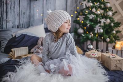 老爺爺生前備14份聖誕禮物 伴小女孩成長