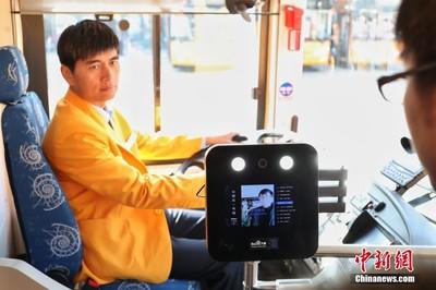AI雙層觀光車上海發車:提供人臉辨識、語音導覽