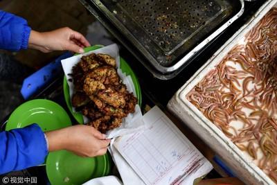 越南限定小吃 內餡包滿蠕動蟲