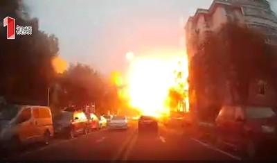 大樓爆炸焰火「噴過半邊街」釀3死