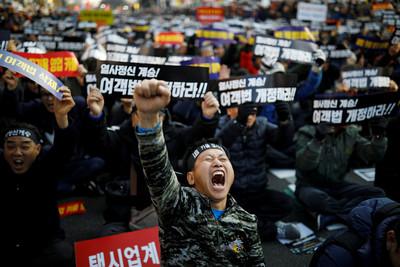 南韓半年第3名計程車司機自焚亡