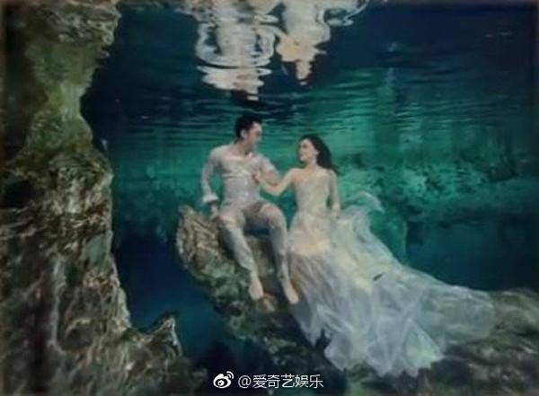阿嬌、賴弘國水下婚紗。(圖/翻攝自「愛奇藝娛樂」微博)