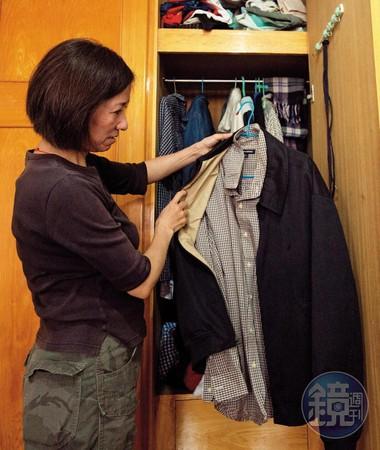 兒子還小時,黃雙芝便會偶爾打開衣櫥,讓兒子試穿先生的襯衫。