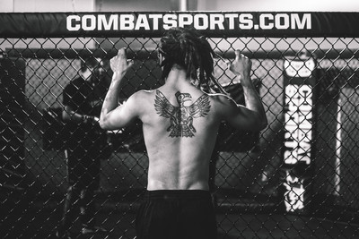 男大生學格鬥1個月 被金腰帶拳手KO心臟驟停