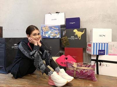 昆凌炫2.5萬元「少女老爹鞋」