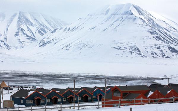 ▲▼挪威斯瓦巴群島(Svalbard )朗伊爾城(Longyearbyen)。(圖/達志影像/美聯社)