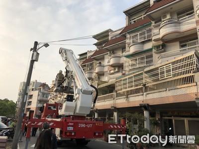 台南新化火警 消防人員救2人