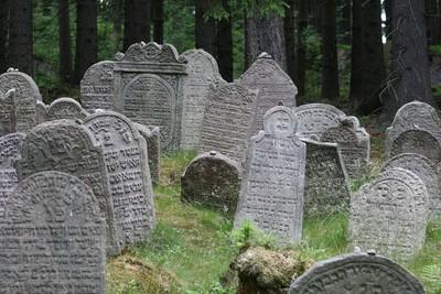 10具嬰屍被偷 公墓半夜傳出誦念