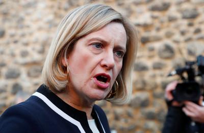 戀童性侵犯滾回老家! 英大臣爆氣開除他國籍「流放印度」