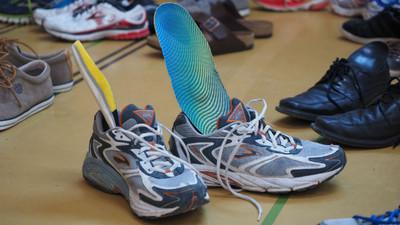 生理期抽「鞋墊」起來用 弱勢少女沒錢買衛生棉 鮮紅經血滲出褲