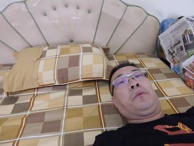 宅神睡韓國瑜的床 網:翻床一般是要童男
