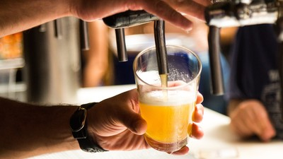 雜智社|酒精熱量不輸油!輕啜高粱5小口 等於吃整碗白飯