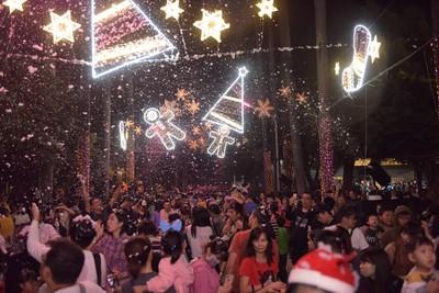下雪了!屏東粉紅公園白色聖誕