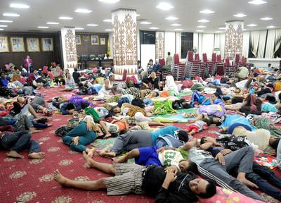 印尼429死!千人湧收容所 藥、水都缺