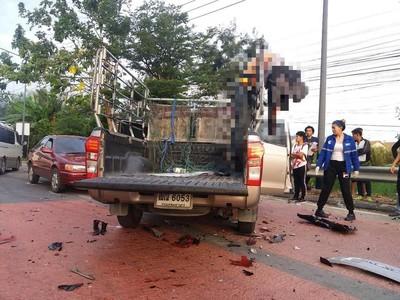 泰國車禍騎士噴飛「掛架上」慘死