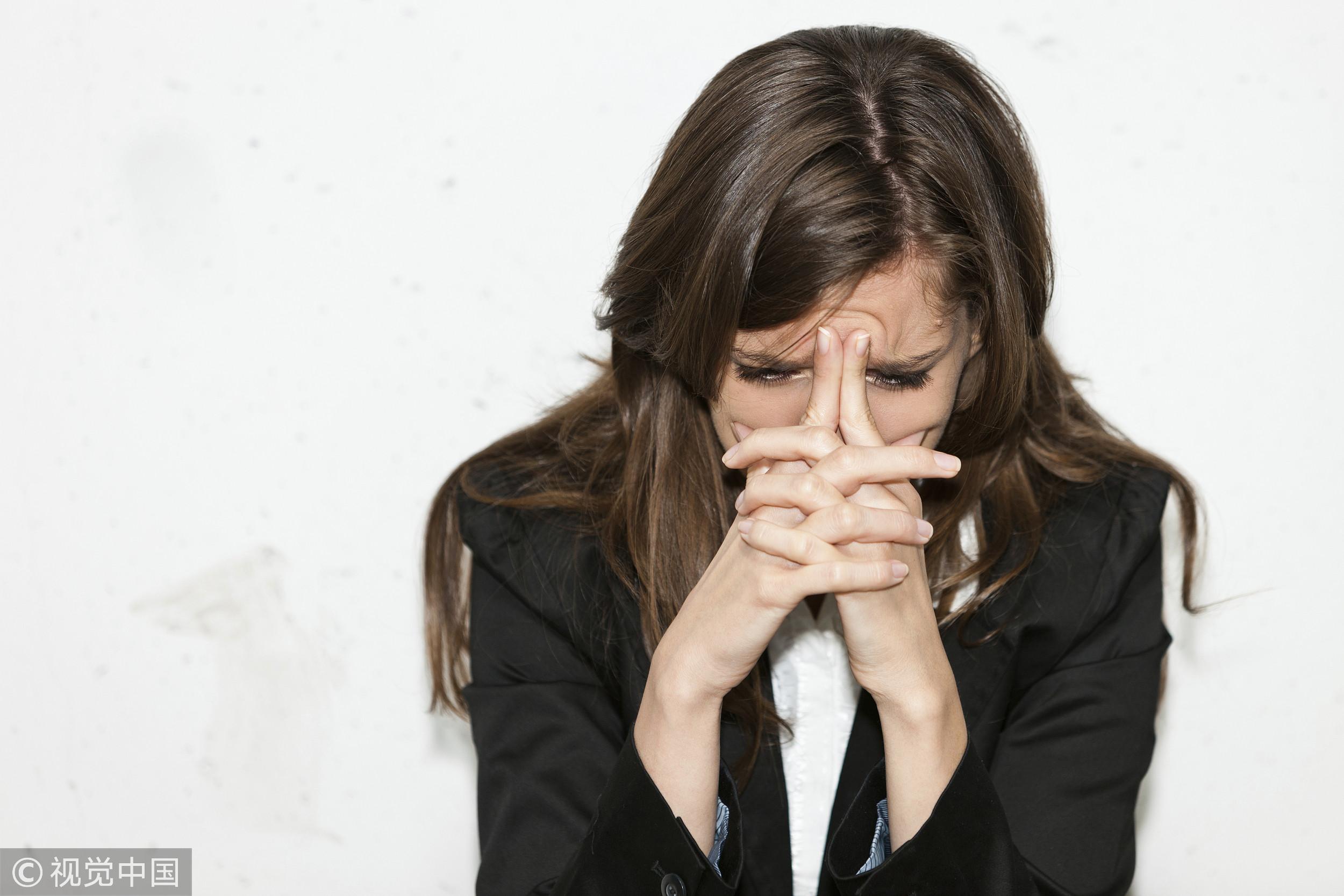 ▲▼頭痛,痛苦,生病,上班族,壓力,頭痛,感冒,女性。(圖/視覺中國CFP)