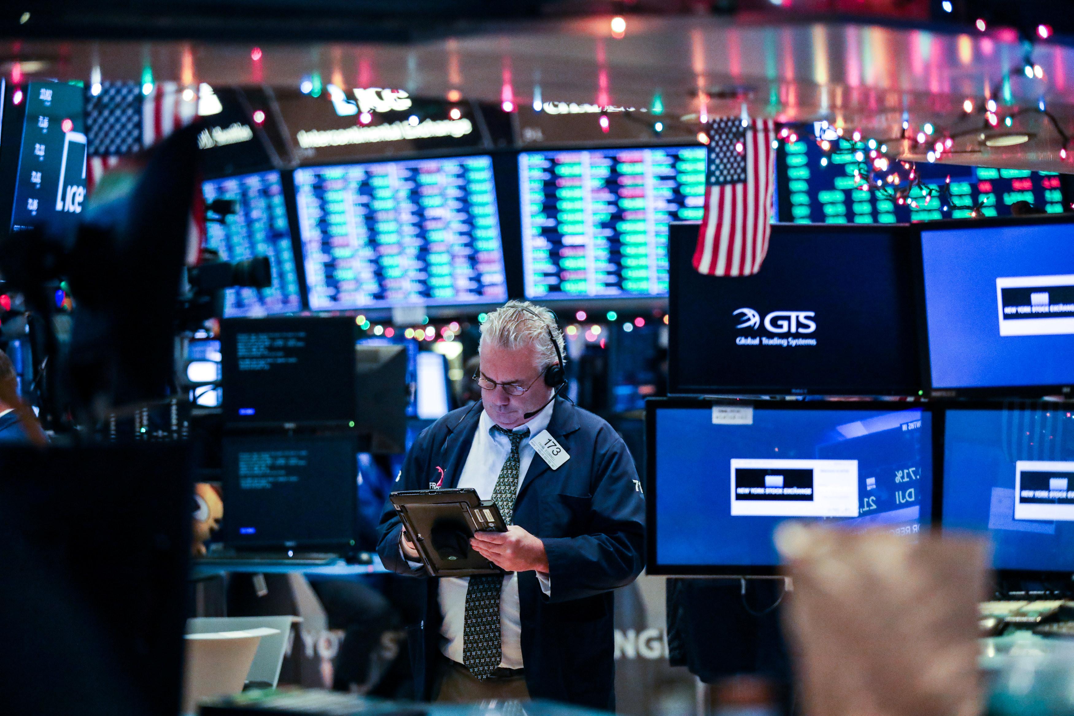 紓困,新冠肺炎,川普,拜登,國債,財政懸崖,通膨,預算赤字,公債殖利率,券商,散戶,股市泡沫