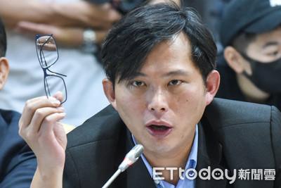 遭中時抹紅 黃國昌二審獲賠50萬