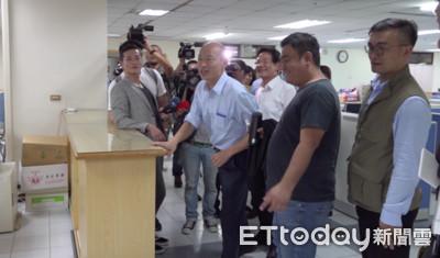 韓國瑜上班 無預警突襲市府局處