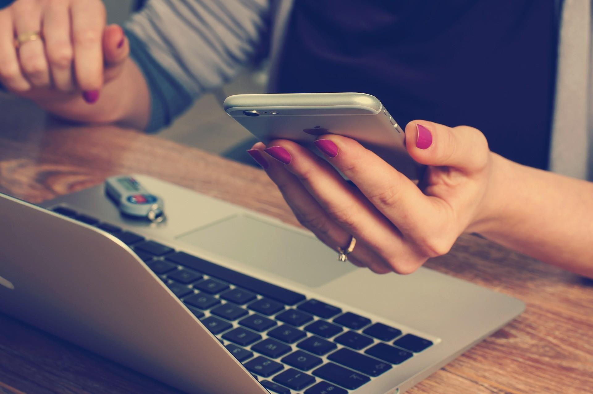 ▲▼ 辦公,工作,手機,工作,訊息。(圖/免費圖庫pixabay)