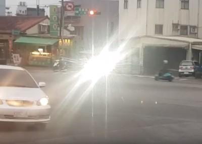 就是那一道光!被LED車頭燈狂照恐致盲