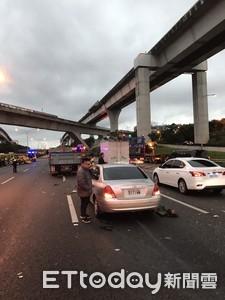 即/國道1號4車追撞 據3車道大堵車