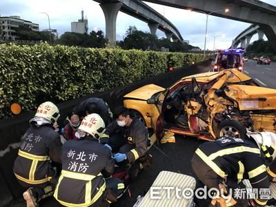 國道一號4車追撞稀巴爛 男女頭部撕裂