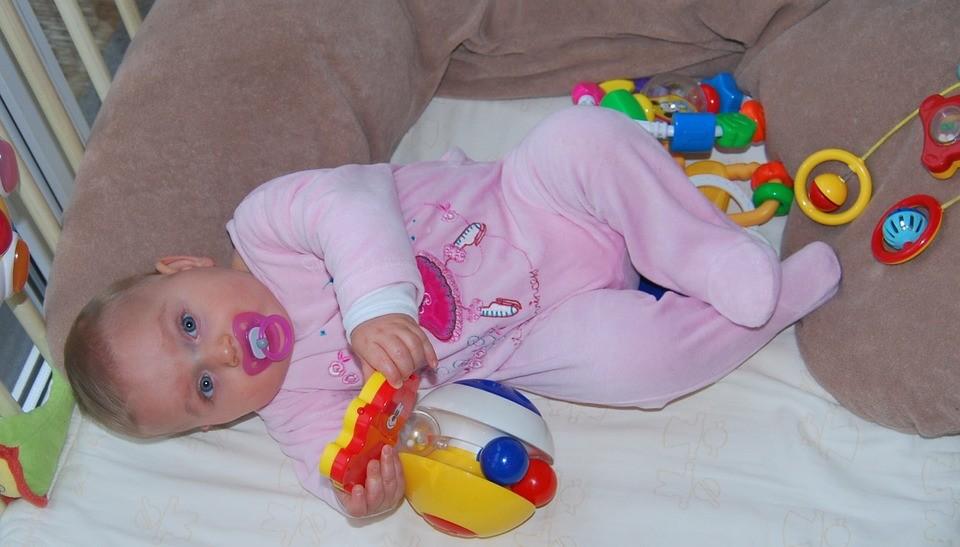 ▲▼奶嘴,女嬰,嬰兒。(圖/取自免費圖庫pixabay)
