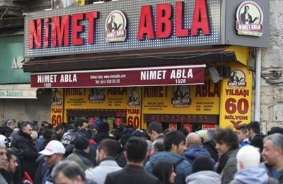 土耳其彩券行買樂透要排4小時
