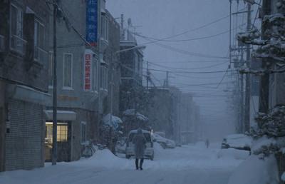 北海道民笑看「東京雪假」 暴風雪照吃冰淇淋:根本小菜一碟