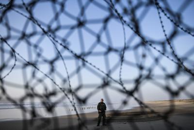 殺警嫌非法入美國 川普「要建圍牆!」