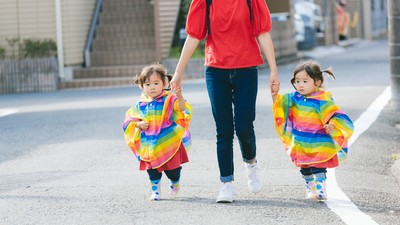 怕被誤會不夠愛媽媽 雙胞胎無辜哭紅眼 暖媽:我知道妳們的愛不一樣