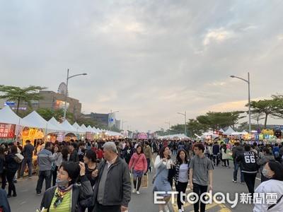 台南夜市攤商 時代大道搶「搶錢」
