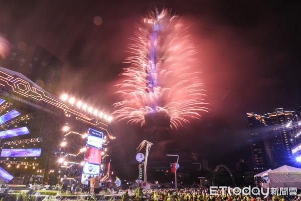 ▼▲台北市狂放電跨年晚會,101煙火秀。(圖/記者林敬旻攝)