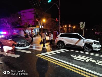 新車跨年被撞爆 駕駛:老婆趕大便