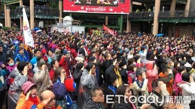 6000人冒雨升旗 侯友宜:延後時間讓市民「睏飽」