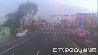 水泥車煞車失靈 司機機警逆向閃車