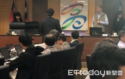 韓國瑜首場市政會議 自嘲「大姑娘進洞房」