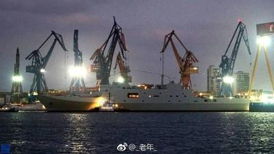 解放軍第七艘071兩棲艦下水