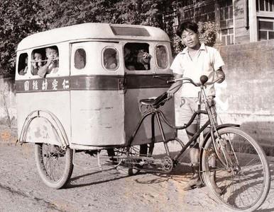 1950's「人力娃娃車」富二代才能坐