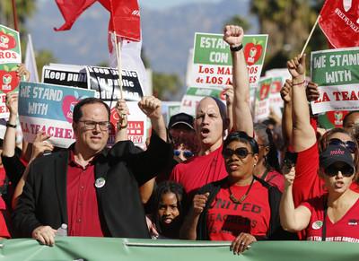 加州教師罷工!50萬學生要去哪?