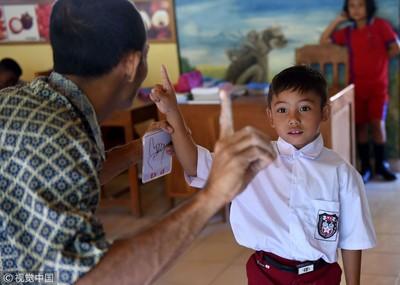 峇里島「聾人村」獨創手語人人會