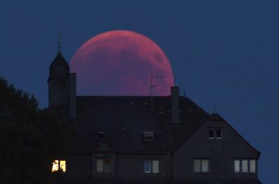 深紅「超級血狼月」周日夜空登場