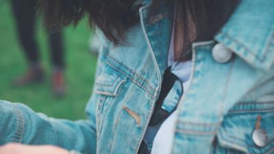 女孩外套上發現「四年前告白」 私訊發現對方還在等:承諾依然有效