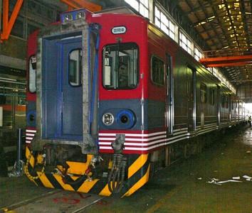 日本信濃鐵道115系列車開進台灣了
