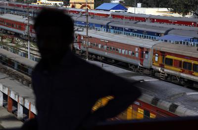 印度國鐵開6.3萬缺 竟吸1900萬人瘋搶