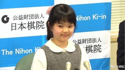 10歲天才蘿莉成史上最年輕職業棋士