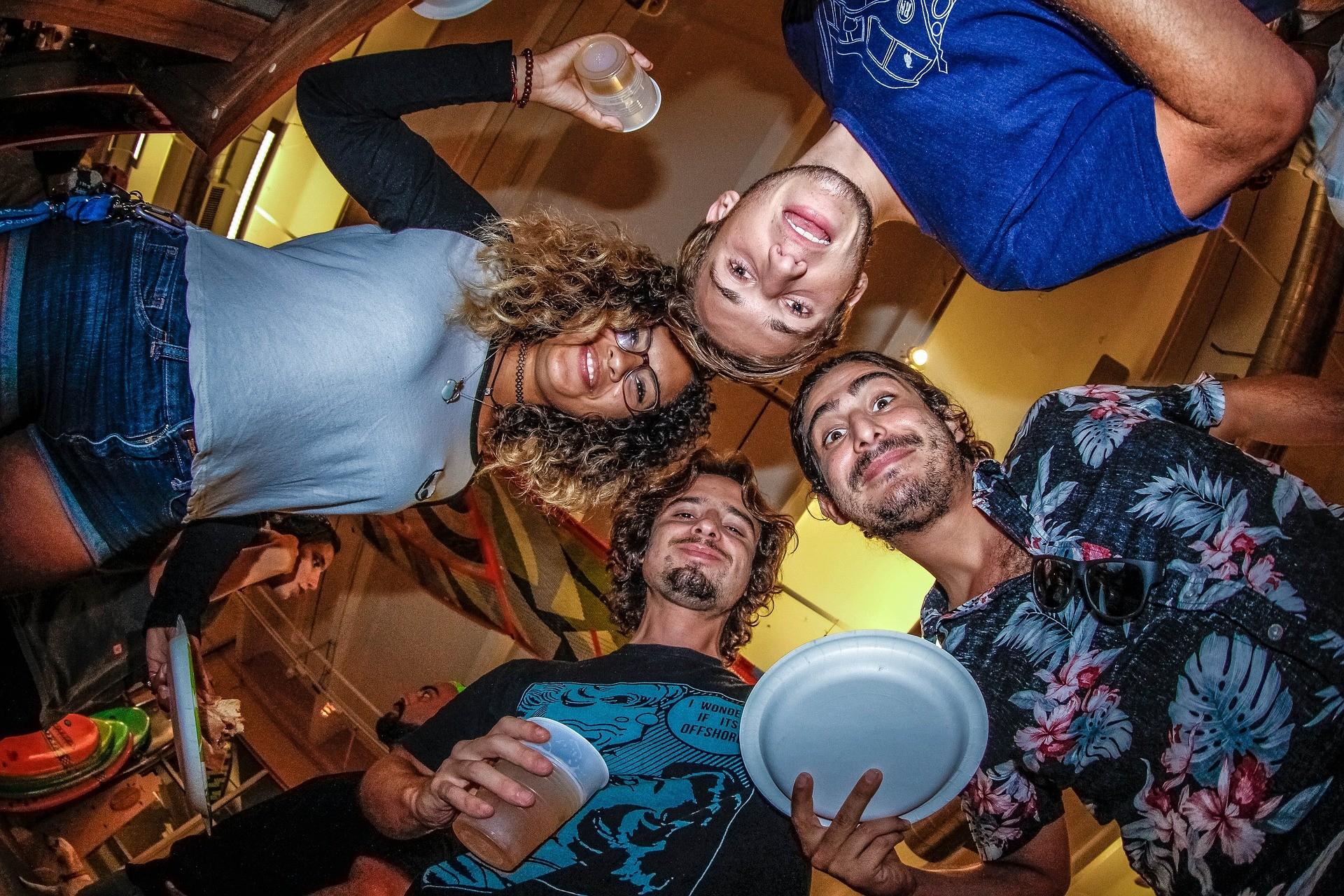 ▲▼ 派對,喝酒,聚會,跑趴。(圖/取自免費圖庫Pixabay)