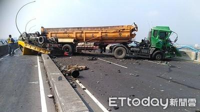 高屏大橋砂石車「折甘蔗」3人受傷