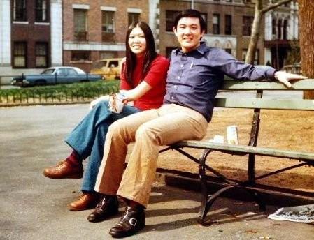 ▲▼1975年8月,馬英九與周美青在紐約市曼哈坦區華盛頓廣場公園的合影,當時兩人戀愛中。(圖/翻攝自馬英九臉書)